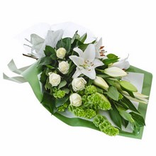 Bouquet in fresh and crisp tones of white and green