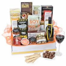 This gigantic hamper is absolutely bursting with sweet and savoury gourmet treats
